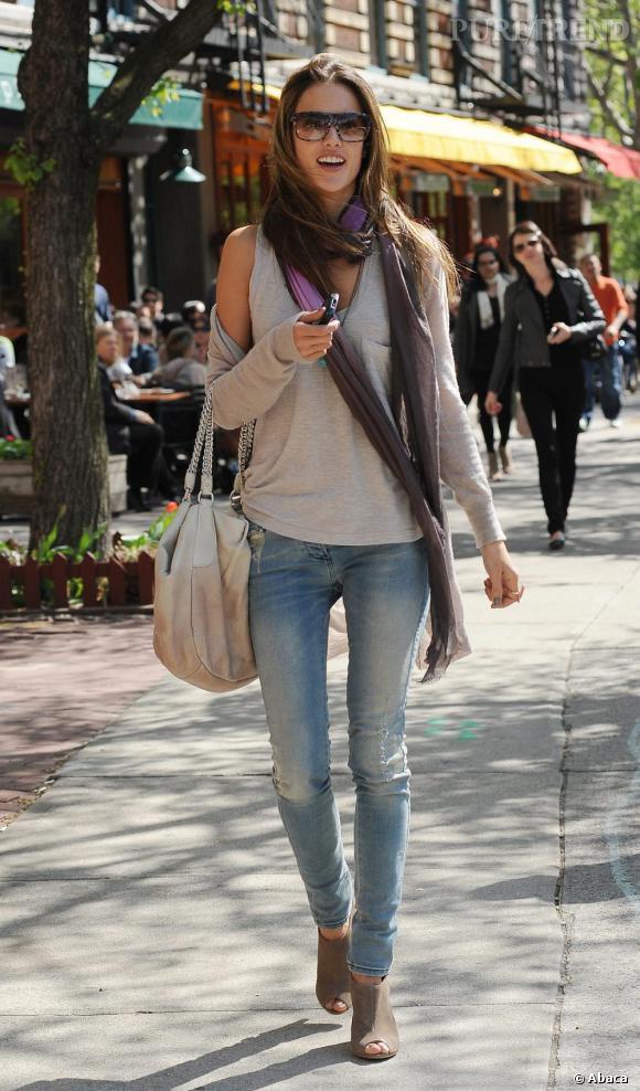 Alessandra et son look de top casual