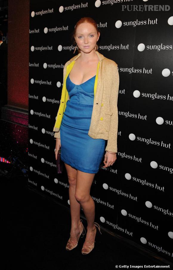 Lily Cole et sa robe bleu pétant