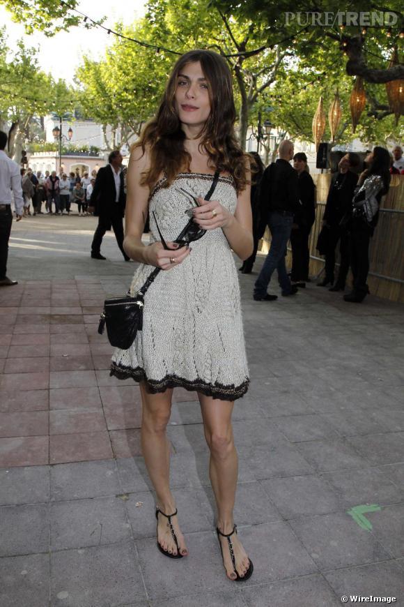 Elisa Sednaoui à Saint-Tropez en total look Chanel !