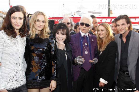 Karl et toute la Chanel Family : Anna Mouglalis, Diane Kruger, Juliette Greco, le kaiser, Vanessa Paradis et Gaspard Ulliel.
