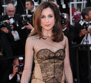 Cannes - Elsa Zylberstein : pin-up sexy et rétro dans sa robe lingerie