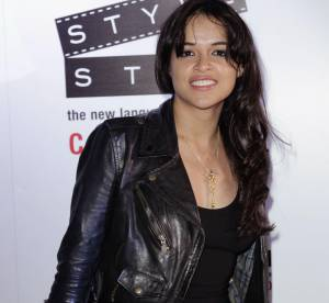 Cannes - Michelle Rodriguez : son look rock ultra sexy à shopper