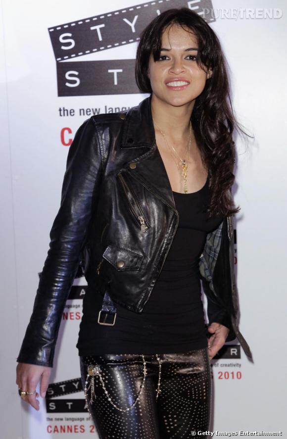 Michelle Rodriguez terriblement rock et sensuelle à la soirée Replay lors du festival de Cannes.