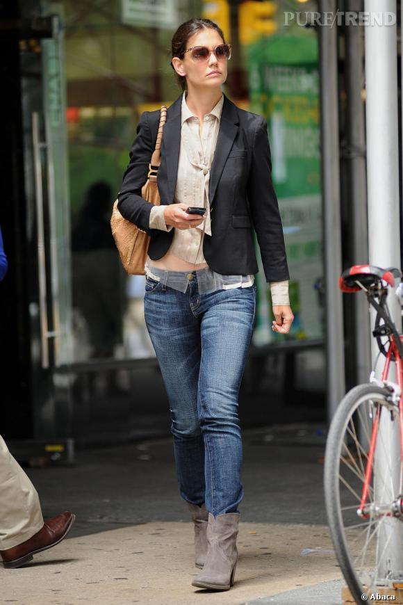 Katie Holmes renoue avec son look casual chic dans les rues de New York.