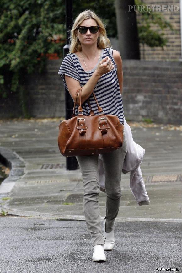 Kate Moss toujours fashion dans les rues de londres.
