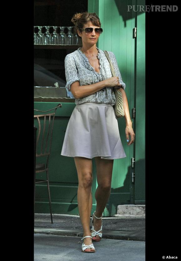 Helena Christensen choisit un look frais et féminin.