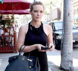 Hilary Duff frôle l'overdose d'accessoires