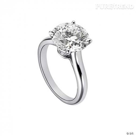 """Il est également possible d'avoir une bague personnalisée chez Cartier. Une fois le choix du diamant effectué (taille, pureté, carat, couleur...), la maison propose ensuite de choisir parmi trois différents solitaires (""""Ballerine"""", """"1895"""", ou """"Déclaration"""") pour sertir la pierre."""