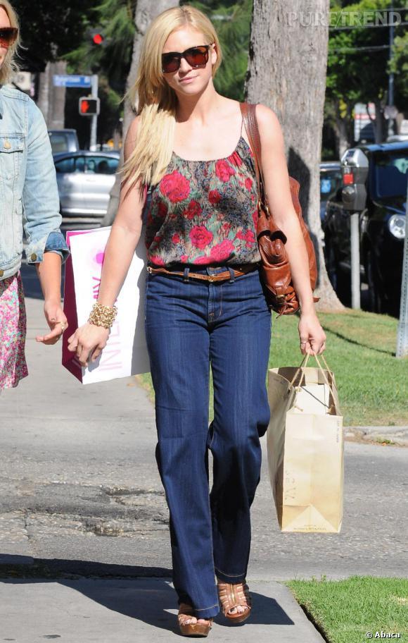 Brittany Snow dans les rues du quartier de Beverly Hills.