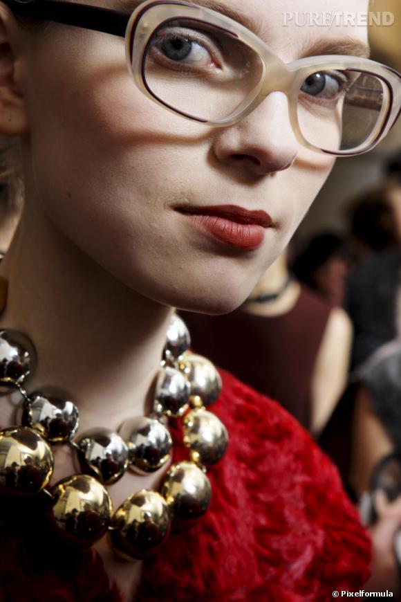 F comme Femme à Lunettes ...     On les avait vu sur les podiums la saison dernière, cet hiver elles reviennent chez Vuitton, Marni et Damir Doma. Les optiques s'adoptent en mode fifties pour une parfaite allure à la Mad Men.