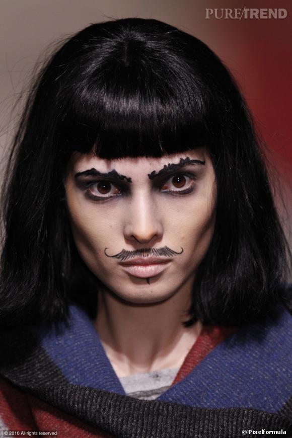 U comme Ubersexuel  ...    La femme se réapproprie sa partie virile et affirme sans complexe sa moustache. Le défilé Vivienne Westwood lance la moustache trompe l'oeil, à la fois arrogante et culottée.