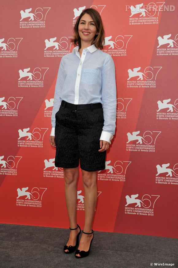 Sofia Coppola à la Mostra de Venise en bermuda : une allure sporty chic osée.