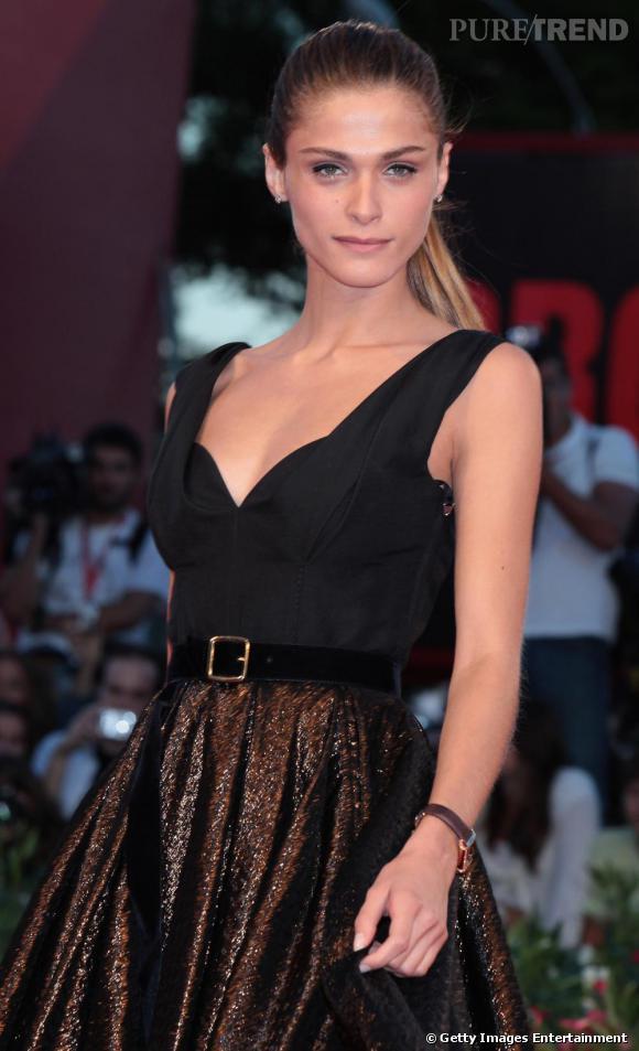 2010 : Elisa Sednaoui reste fidèle à Louis Vuitton et à sa queue de cheval altière parfaitement domptée.