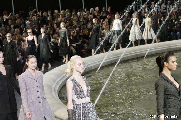 Défilé Automne-Hiver 2010-2011 de Louis Vuitton : la tendance est à la queue de cheval glamour et domptée.