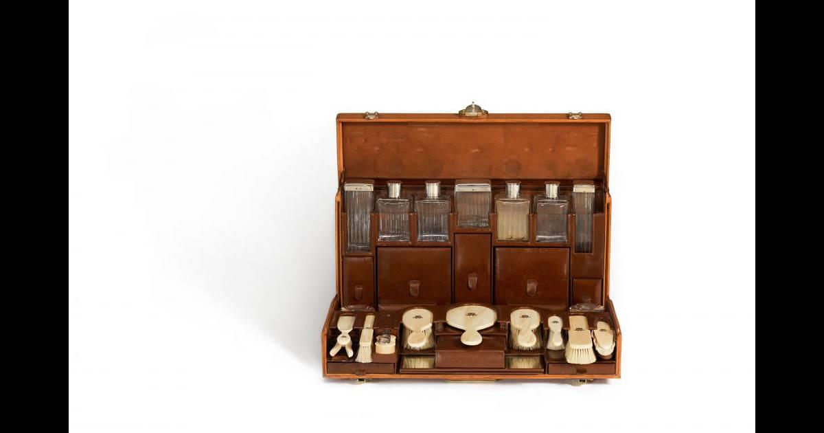 n cessaire de toilette de jeanne lanvin mod le marthe chenal 1926 cuir de vache naturel 53 x. Black Bedroom Furniture Sets. Home Design Ideas