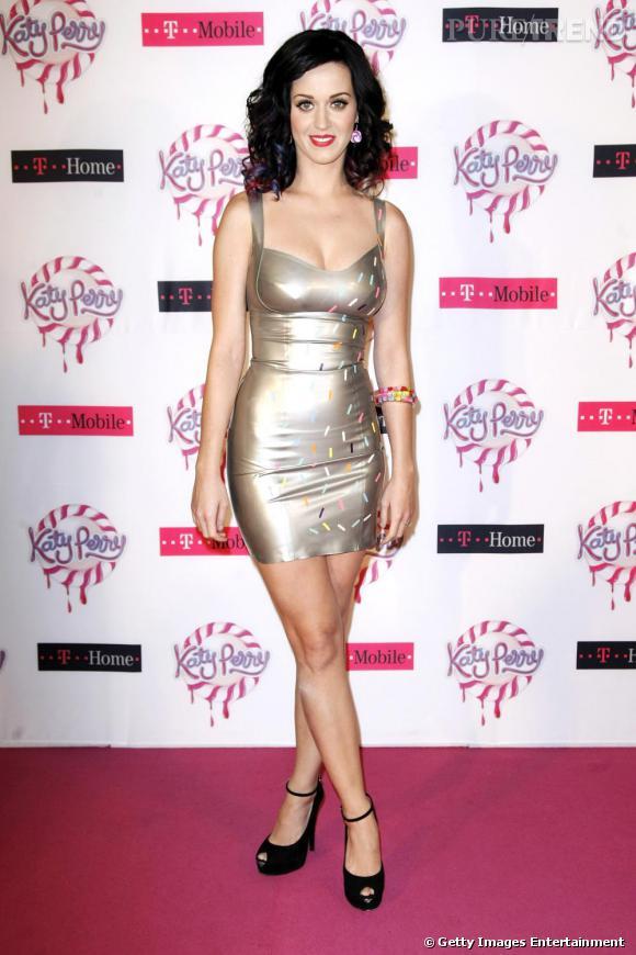Katy Perry n'a pas bien choisi le couleur de la robe cette fois-ci.
