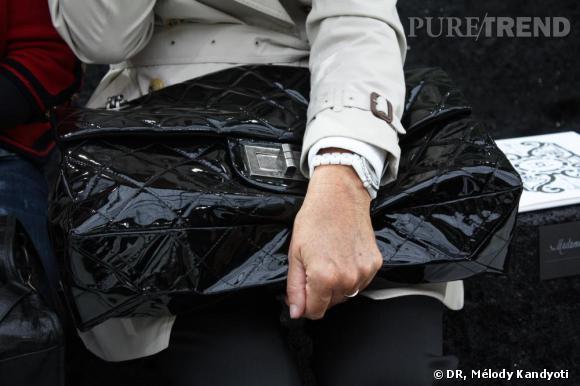 XXL    La classique sac matelassé s'offre une version vinyl, souple et extra large.