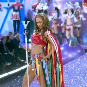 2005 : Tyra Banks revisite le style wonder woman.