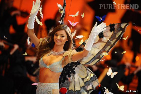 Miranda Kerr réalise un sublime lancé de papillons !