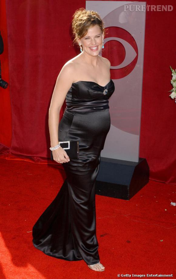 Même enceinte, Jennifer Garner foule le red carpet et affiche ses rondeurs en robe bustier.