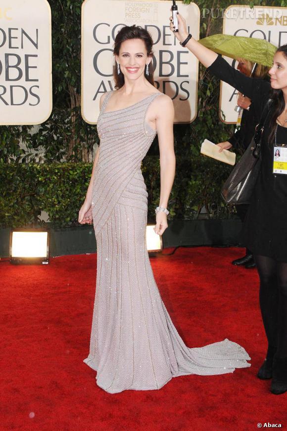 Jennifer Garner rayonne en robe de sirène Atelier Versace, lors des Golden Globes 2010.