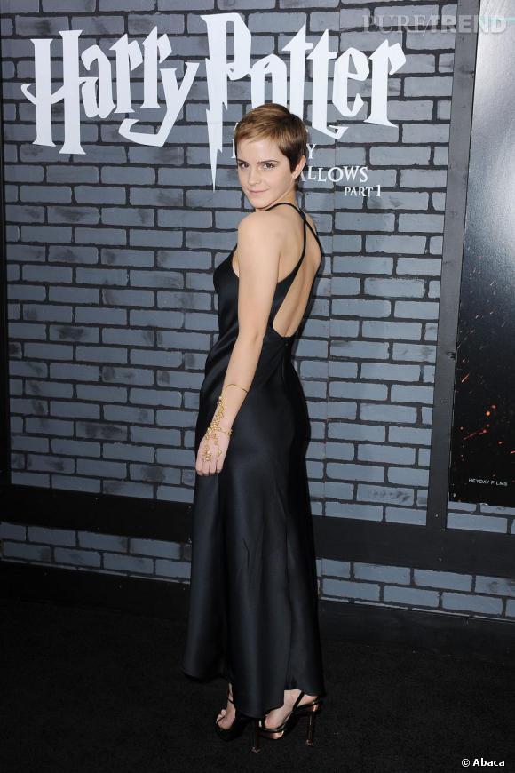 Emma en total look Calvin Klein.