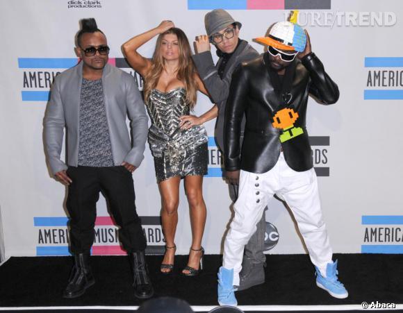 Flash mob sur le tapis des arrivées pour les Black Eyed Peas.