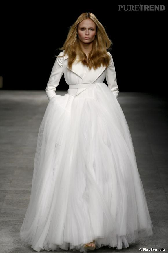 Givenchy Couture, Printemps-Eté 2008.    Même si la maison française n'a pas ses chances, on aurait adoré voir Kate Middleton insuffler un vent de modernité avec cette robe-veste signée Riccardo Tisci.