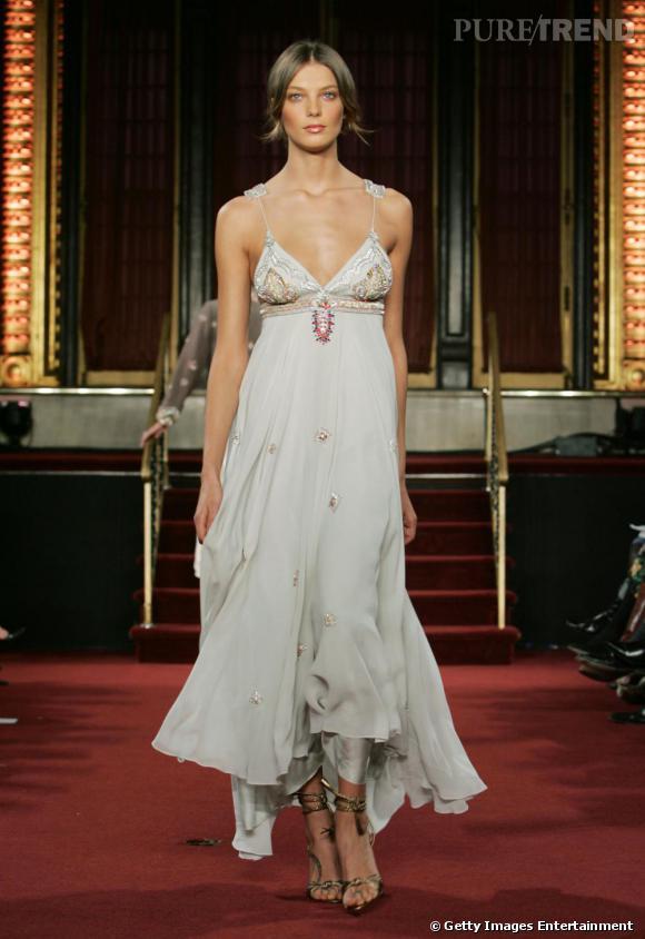 Matthew Williamson, Automne-Hiver 2005/2006.    Le choix pour une robe hippy-chic. Peu probable, on n'a jamais vu Kate Middleton en blouse ou jupon extra-long. Mais Matthew Williamson pourrait apporter une touche de fraîcheur derrière tout le protocole figé de la royauté.