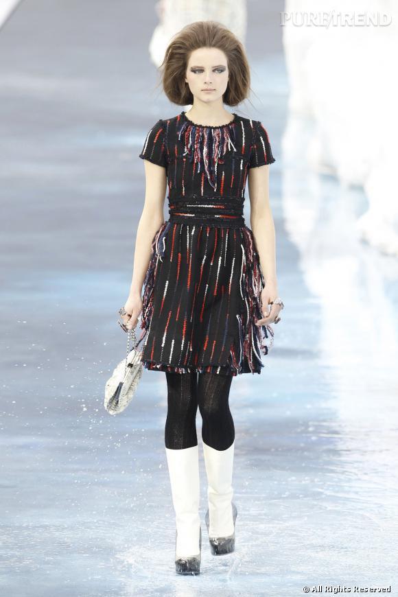 Version plus saisonnière sur le podium avec collants de laine et bottes blanches.