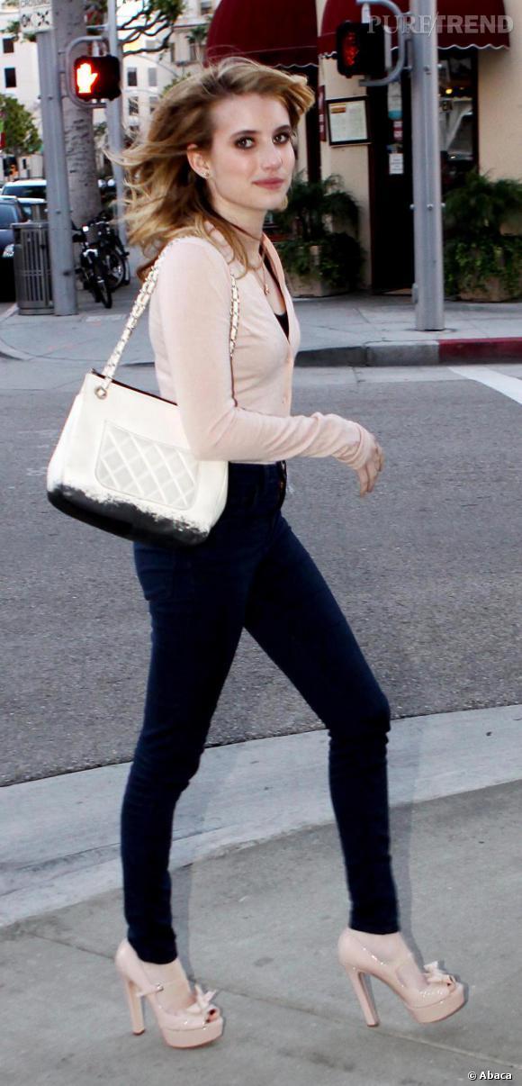 Même l'apprentie fashionista Emma Roberts s'offre une dose de Grand Nord en s'armant d'un sac tie & dye griffé Chanel.