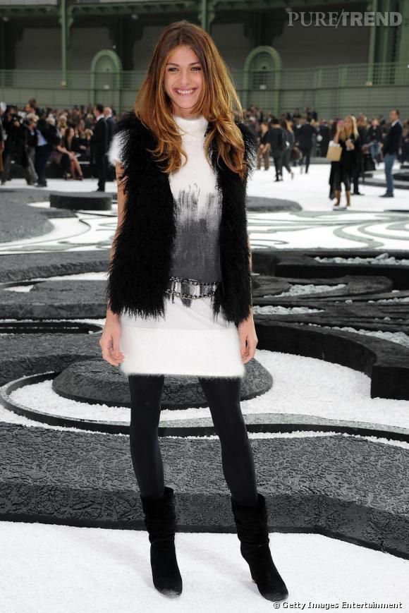 Pour se rendre au défilé Spring 2011, Elisa Sedanoui fait un clin d'oeil à la collection Fall 2010 avec une robe en mohair tie&die et des accessoires noirs.