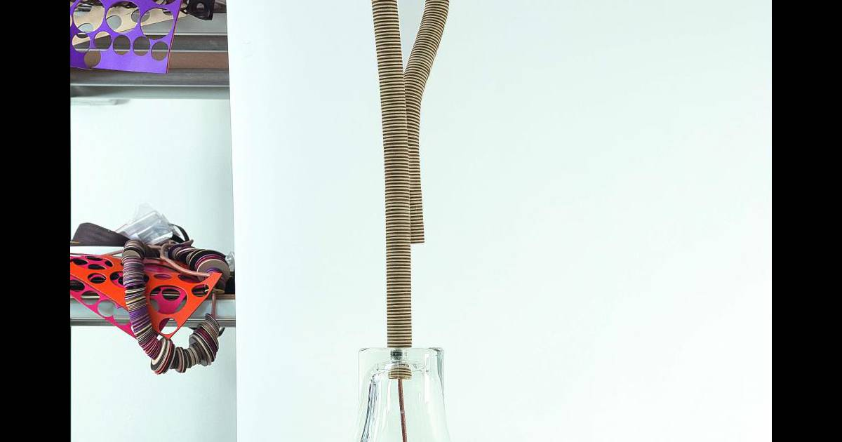 cloche en cristal et cuir stefania di petrillo et godefroy de virieu. Black Bedroom Furniture Sets. Home Design Ideas