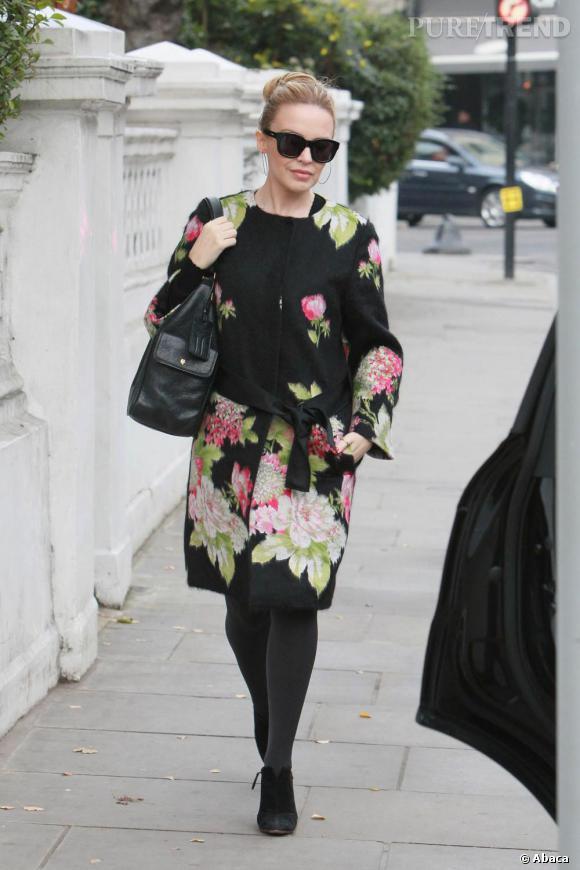 Kylie Minogue joue les mamies dans les rues de Londres.