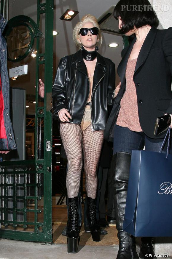Lady Gaga dans les rues de Paris.