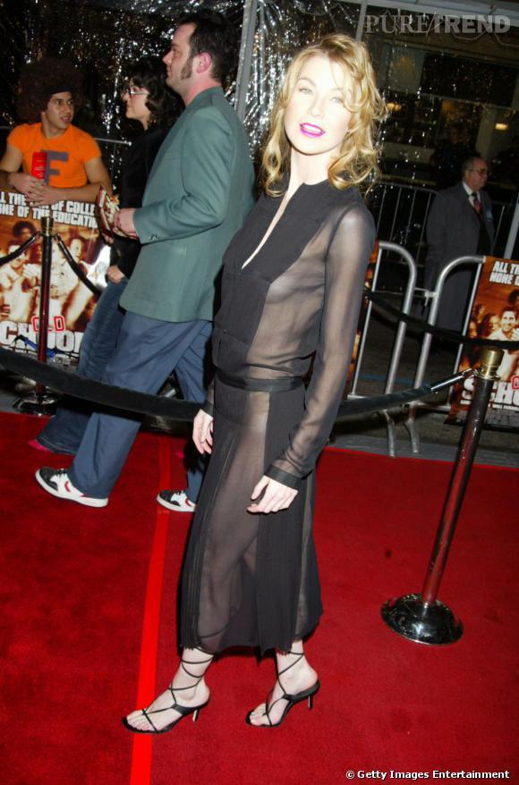 2003 : quelques mois plus tard, passage à l'offensive avec une robe très transparente, notamment sous les projecteurs.