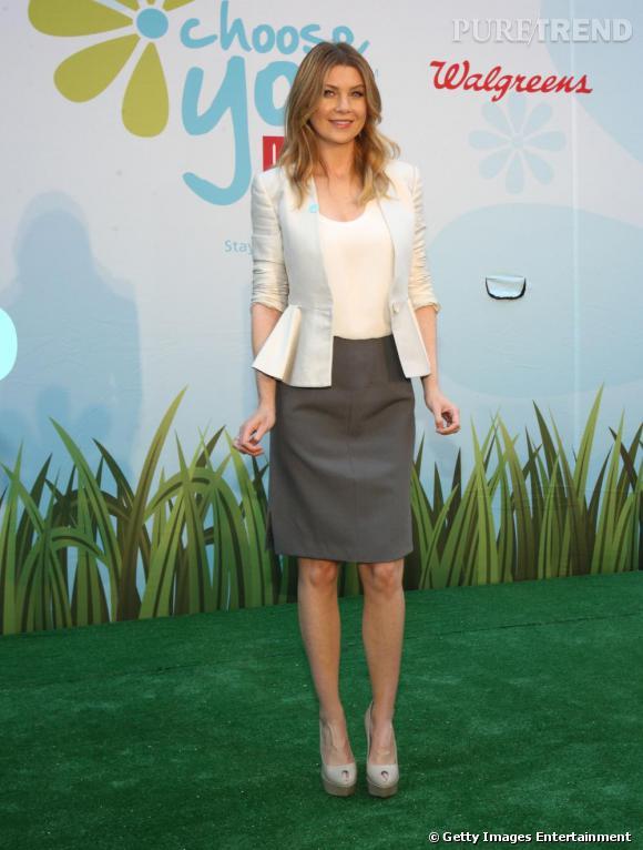 2010 : Veste Stella McCartney et jupe midi, la raison a eu le pas sur la folie vestimentaire.