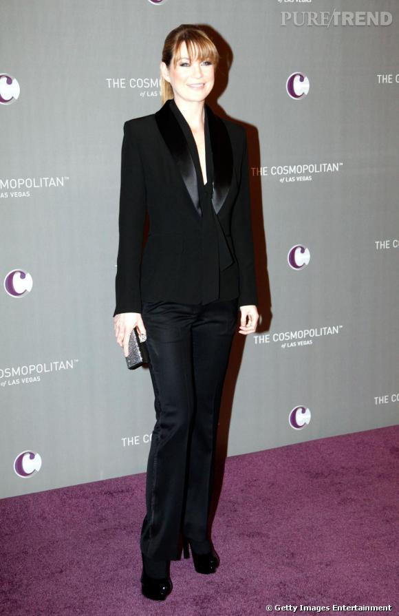 """2010 : Désormais, Ellen Pompeo pique dans le vestaire masculin adepte du costume, partisane du """"Less is more""""."""