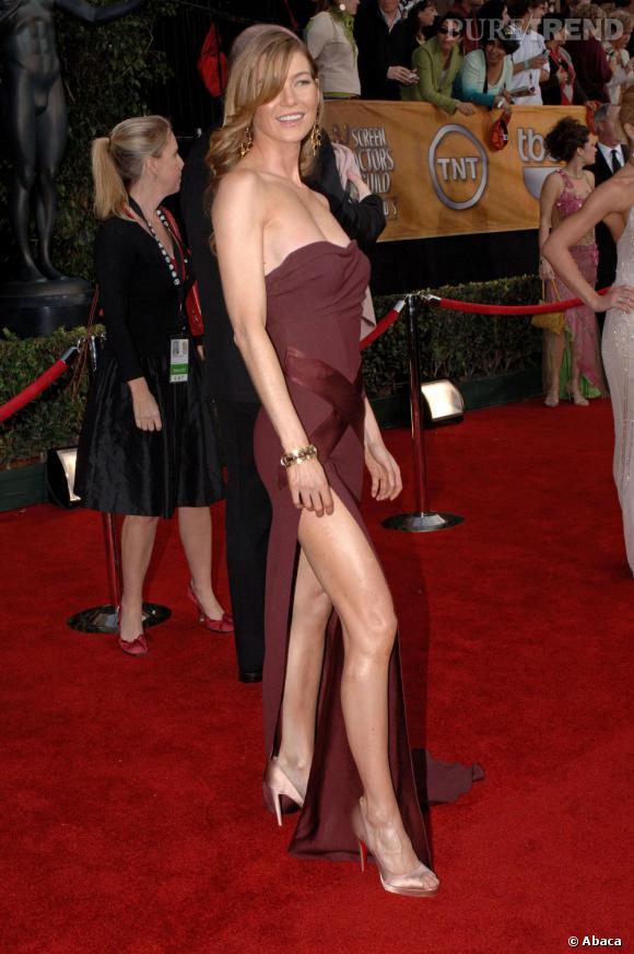 2006 : Jambe huilée et fendu ravageur, Ellen Pompeo sort les griffes.