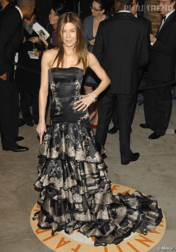 2007 : Une année plus tard, Ellen Pompeo semble rajeunie. Robe de princesse d'un style impérial, elle sort l'attillerie lourde.