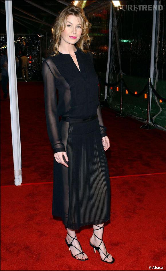 2003 : Longueur mini mais tissu peu épais, Ellen Pompeo attire les yeux...