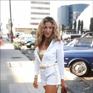 Le flop bling bling de rue : trop de doré tue le doré, la preuve en image, avec une overdose d'accessoires clinquants.