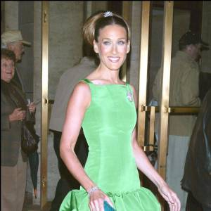 Le flop red carpet : too much, l'actrice joue les Barbie et s'offre une allure étrange.