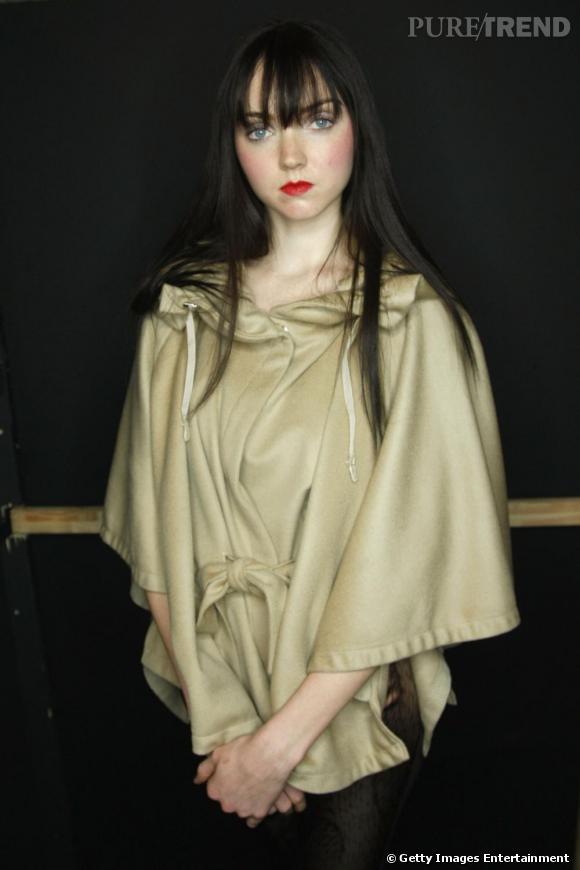 Lily Cole défile pour la marque Anja Gockel, collection automne-hiver 2011/2012.