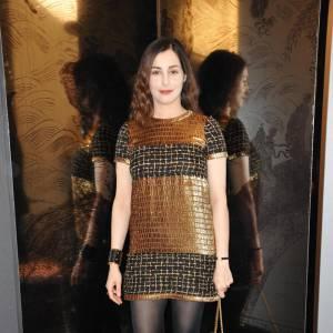 Amira Casar était une femme en or au défilé Chanel, dans une robe de la collection Paris Byzance.
