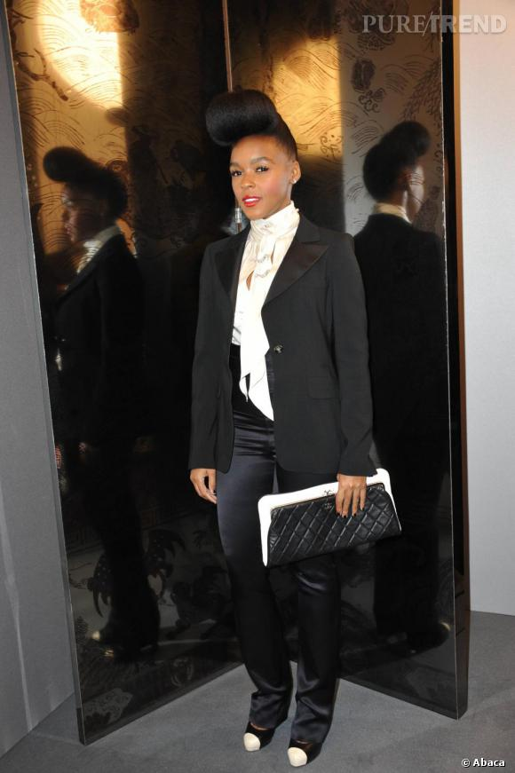 Pochette Chanel et look bicolore pour la diva rétro Janelle Monae.