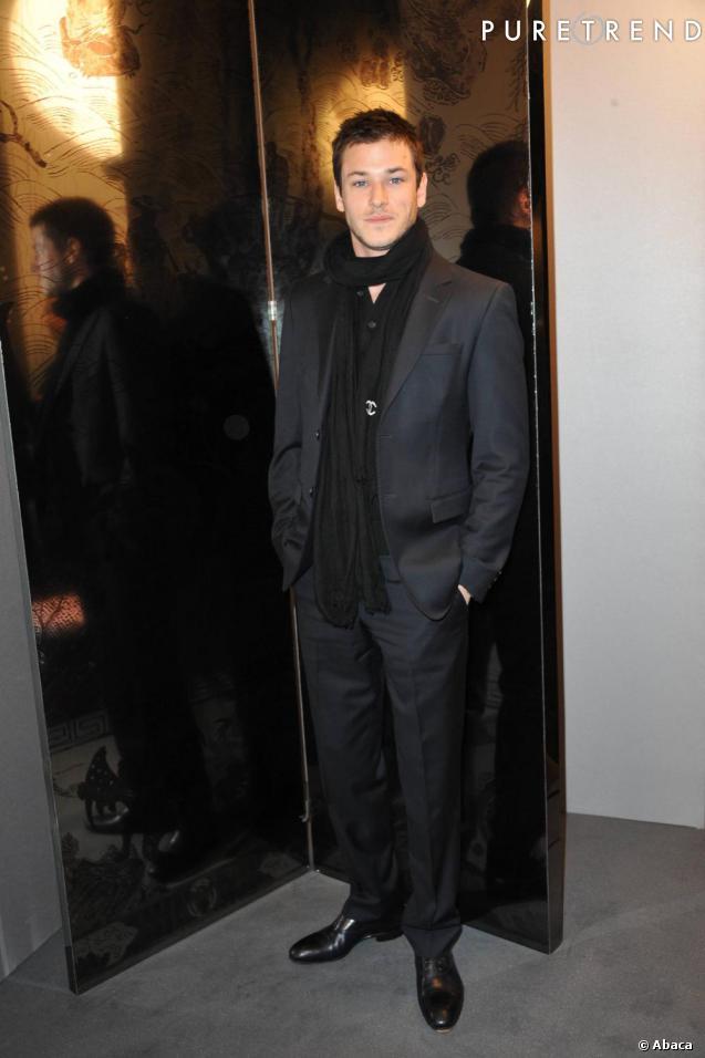 Égérie du parfum Bleu de Chanel, Gaspard Ulliel n'a pas manqué le défilé, bobo chic en costume marine.