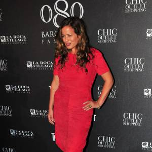 La fille de Mick Jagger, Jade est loin d'être une taille mannequin mais elle est sculpturale en robe rose fuchsia.