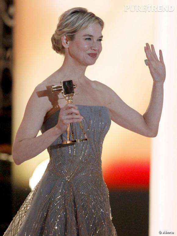 Renée Zellweger, sacrée meilleure actrice internationale, aux 46e Golden Camera Awards, à Berlin.