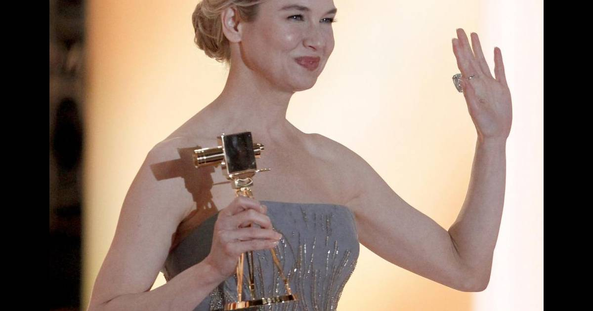 ren e zellweger sacr e meilleure actrice internationale aux 46e golden camera awards berlin. Black Bedroom Furniture Sets. Home Design Ideas